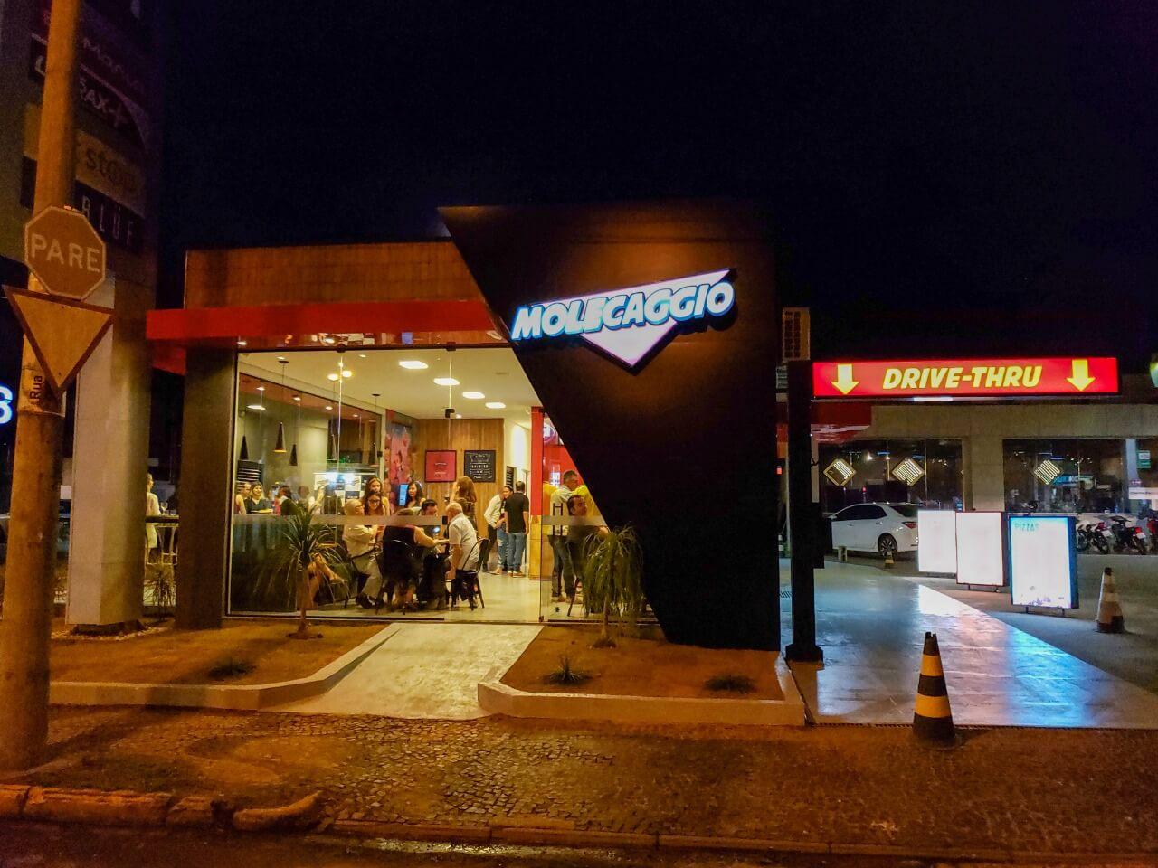 Pizzaria Molecaggio inaugura em Votuporanga